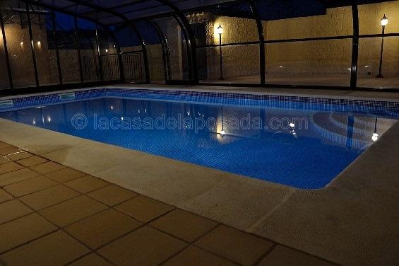 Casas con piscina climatizada piscina climatizada con for Casas con piscina barcelona