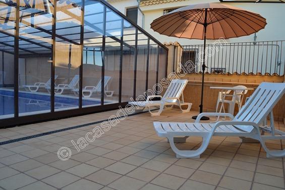 Casas con piscina climatizada piscina climatizada casa rural daniel deluxe ciudad real casas - Casa rural con piscina cubierta ...